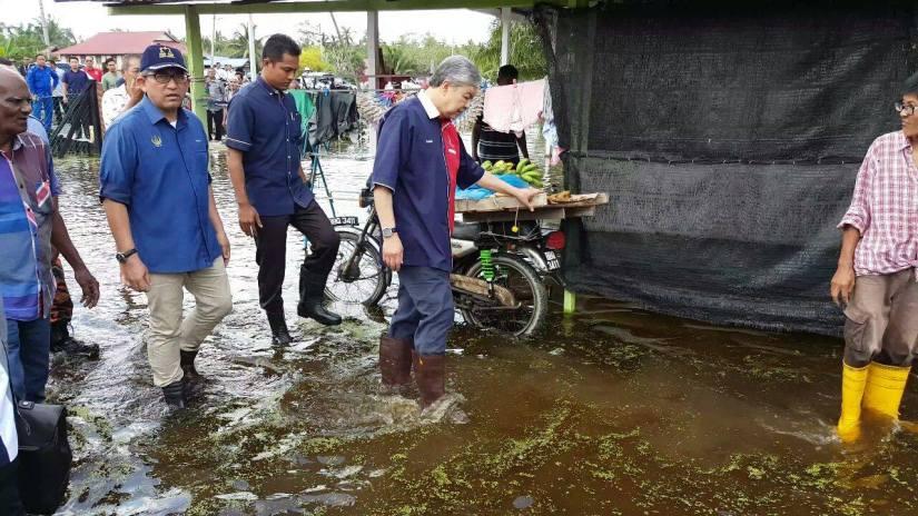 Bantu Bina Semula Tujuh Rumah Dan Bina Ban Untuk Mencegah Kejadian Banjir Berulang – ZahidHamidi